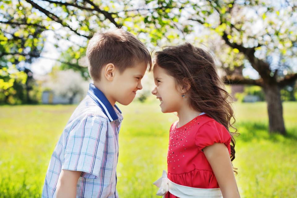 Старшая сестра учит брата трахатся фото 68699 фотография