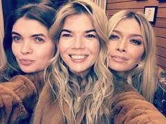 Вера Брежнева с сестрами-двойняшками