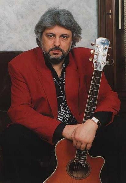 Родился 25 января в 1946 году в москве