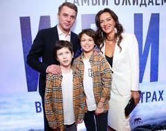 Игорь Петренко с сыновьями и Елена Север