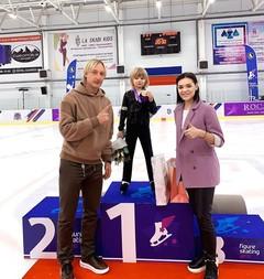 Евгений Плющенко с сыном Александром и Аделиной Сотниковой