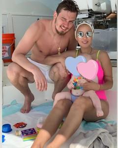 Лера Кудрявцева и Игорь Макаров с дочкой