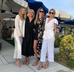 Вера Брежнева с мамой и сестрами