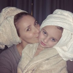 Татьяна Навка с младшей дочкой