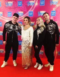 Татьяна Буланова с танцорами