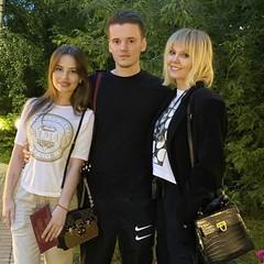 Валерия с сыном Арсением и его девушкой Лианой