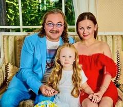 Игорь Николаев и Юлия Проскурякова с дочкой