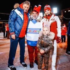 Дмитрий Песков, Михаил Куснирович и Татьяна Навка с дочкой Надей
