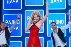 Алена Васильева на концерте Disco Дача 2015