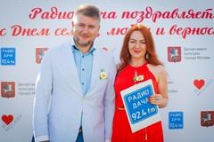 Ведущие Радио Дача Денис Чудаев и Наталья Селихова